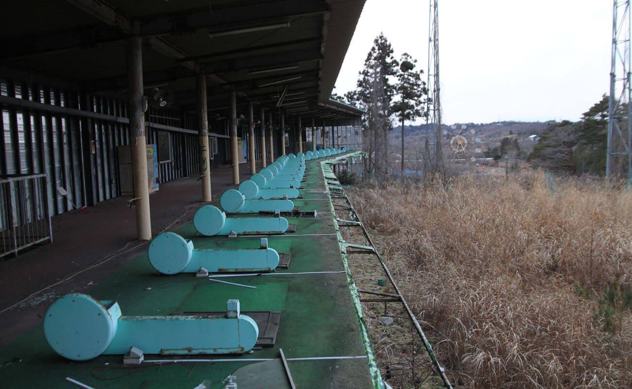 ▲廃墟となったゴルフの打ちっぱなし。このほか6ホールのゴルフ場もあった。