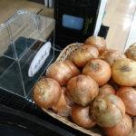 【大人の事情か】玉ねぎの無人販売所となったショッピングモールの怪